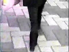 Chicas japonesas caminan con botas de plataforma (candid) 4